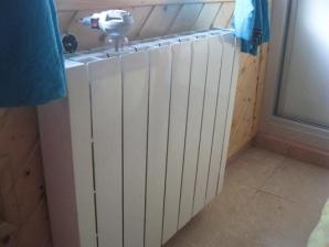 emisore térmicos en pared de habitación