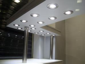 instalación focos en techo barra